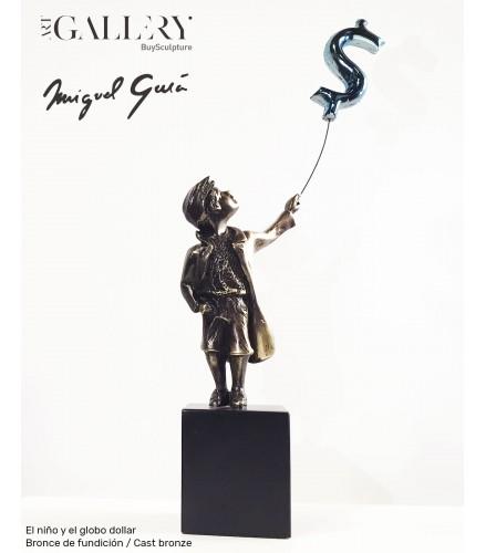 Junge mit Dollar-Ballon