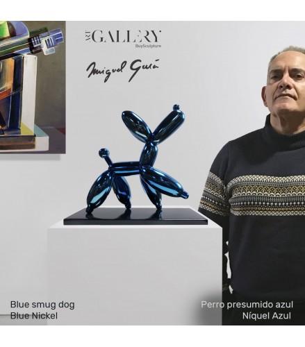 Blauer selbstgefälliger Hund